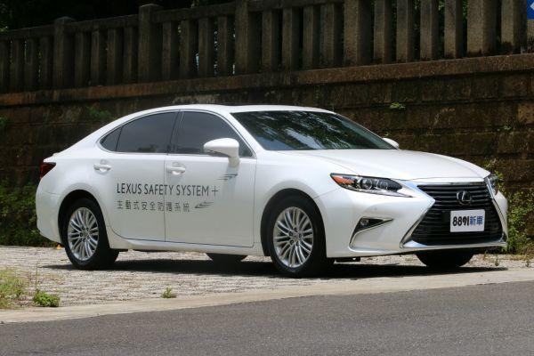 Lexus ES 外觀圖片