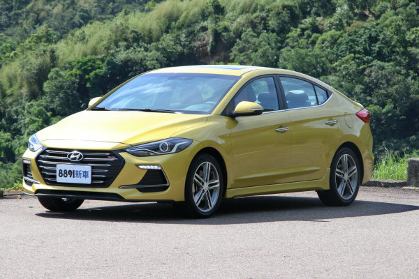 Hyundai Elantra 外觀圖片